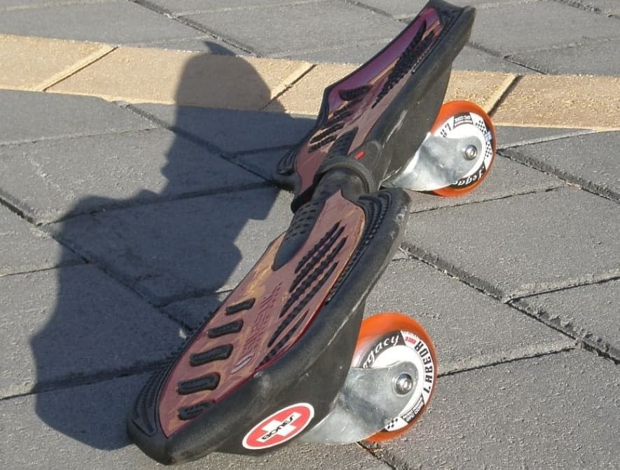 Things You Need to Know about Caster Board vs Wave Board vs Ripstik 1